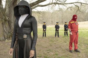 Regina Kingová v scéne zo seriálu Watchmen.