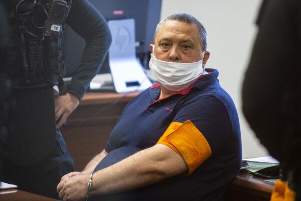 Obvinený bývalý starosta obce Dolný Chotár František Dora pred hlavným pojednávaním.