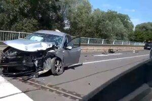 Nehoda pri Lemešanoch si vyžiadala jedno zranenie.
