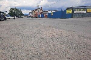 Frekventovaná časť Námestova je už dlhodobo v katastrofálnom stave.
