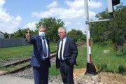 Župan so šéfom železníc na železničnom priecestí v Horných Krškanoch.