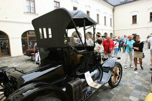 Na Vígľašskom zámku sa schádzajú zberatelia autoveteránov už niekoľko rokov.