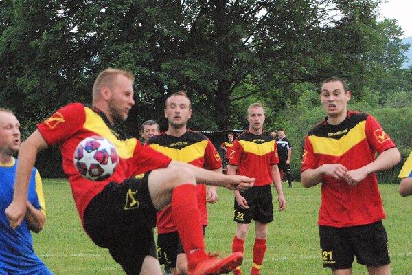Futbalisti Skleného môžu byť čiernym koňom súťaže.