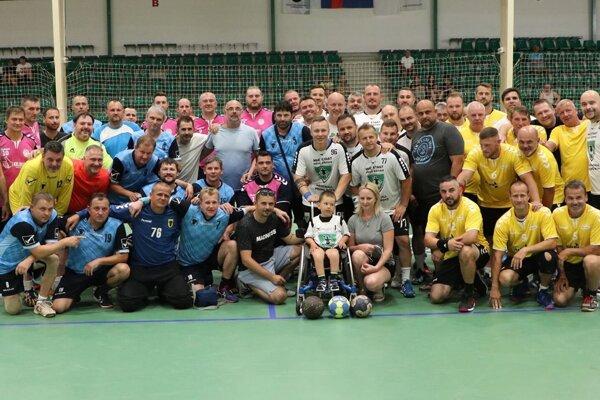 Účastníci turnaja aj smalým Krištofkom.