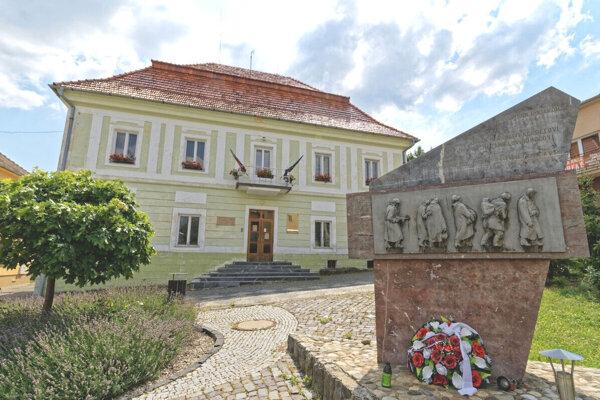 Banský súd, neskôr radnica a dnes Obecný úrad v Pukanci.