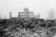 Hirošimský prefektúrny palác pre výstavu produktov krátko po výbuchu bomby v roku 1945.