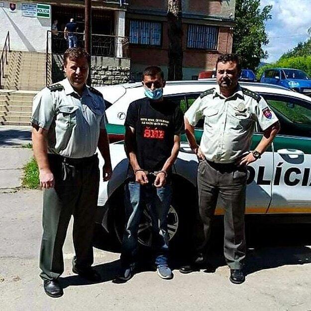 Policajti boli pri zadržaní väzňa na úteku úspešní.