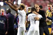 PSG oslavuje postup do semifinále.