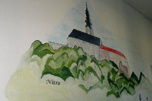 Nitra je na začiatku dejín, ktoré sú namaľované na chodbe nováckej školy.