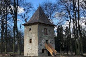 Súčasný stav Bajčiovej veže v Oravskej Porube.