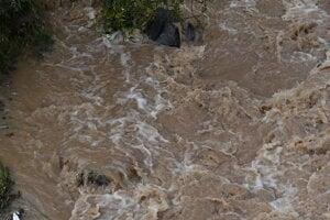 Rozvodnený potok v Milpoši.