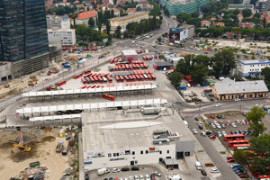 Dočasná autobusová stanica v Bratislave.