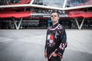 Karol Blesák má obrovskú zbierku hokejových kartičiek.