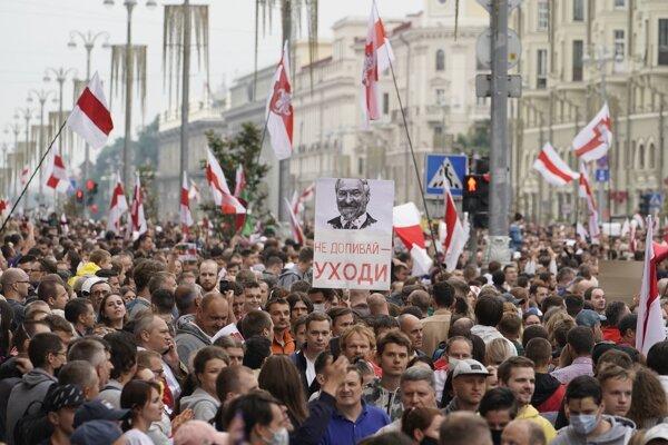 Protestujúci žiadali odchod Lukašenka.