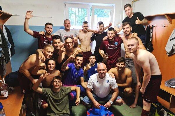 Futbalisti Zbehov sa tešili z cenných troch bodov na horúcej pôde v Solčanoch.