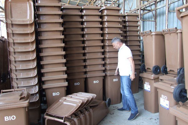 V Šahách rozdajú približne tisíc nádob na bioodpad.
