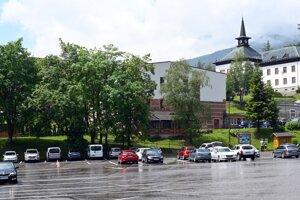 Na snímke pohľad na parkovisko v Starom Smokovci  vo Vysokých Tatrách