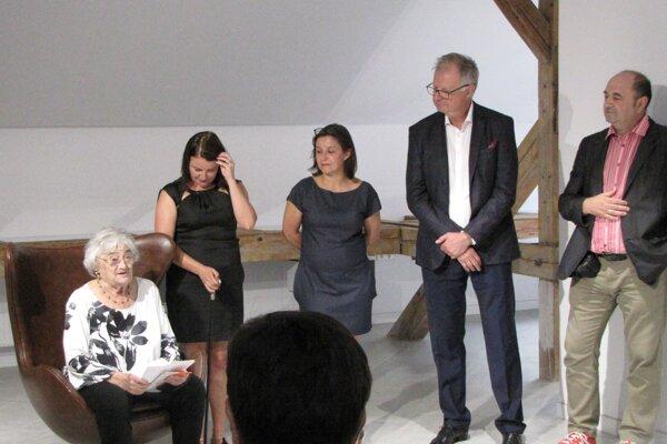 Výstava v Späthovej vile je poctou Kláre Kubičkovej aj Monumentu v Majeri.