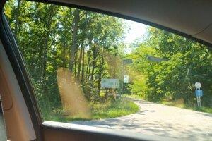 Necelé tri kilometre od farmy je osada Balvany, kde sa nachádza aj sociálne centrum s chorými klientmi.
