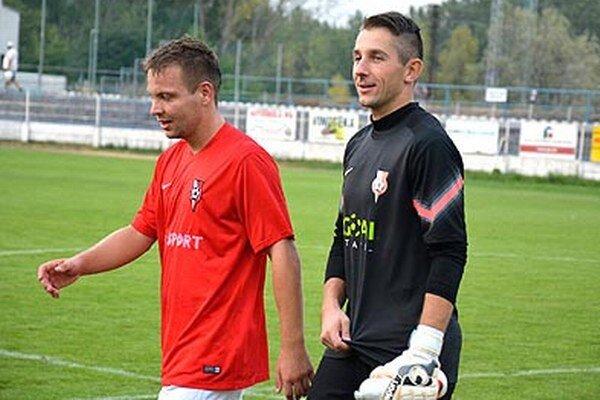 Hrdinovia nedeľňajšieho zápasu Sereď – Senec: autor gólu Denis Čery abrankár Martin Šálka.