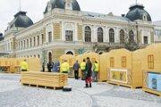 Vlani boli mestské vianočné trhy len na Svätoplukovom námestí. Tento rok sa malo konať na troch miestach.