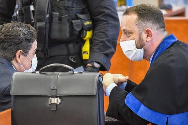 Marian Kočner a jeho advokát Marek Para pred pojednávaním v kauze vraždy novinára Jána Kuciaka a jeho snúbenice Martiny Kušnírovej.