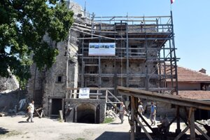 Obnova Vinianskeho hradu.