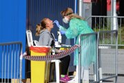 Testovanie možných nakazených je jedným z kľúčových nástrojov boja proti koronavírusu. Fakultná nemocnica s poliklinikou F. D. Roosevelta spustila do prevádzky veľkokapacitné mobilné odberové miesto na odber vzoriek na testovanie COVID -19. Banská Bystrica, 9. septembra 2020.