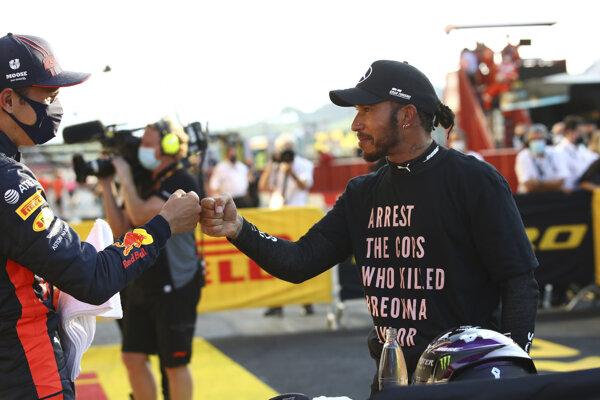 Lewis Hamilton poukázal na smrť Afroameričanky