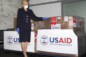 Lana Marksová s humanitárnou pomocou pre Juhoafrickú republiku.