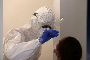 Etickí hackeri sa dostali k osobným údajom 130-tisícov testovaných na nový koronavírus.