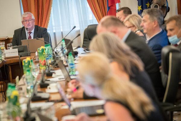 Zasadnutie Súdnej rady pod vedením jej šéfa Jána Mazáka.