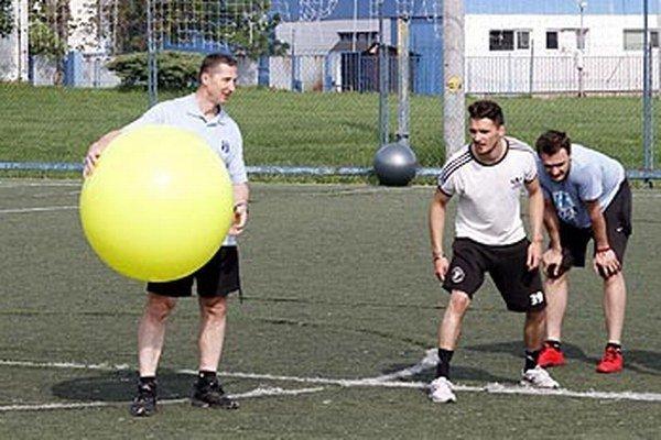 Kolektív trénera Stavjaňu sa pomaličky rozrastá, pribúdajú hráči s podpísanými zmluvami.