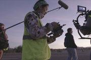 Režisérka Chloé Zhao a herečka Frances McDormand (vzadu) počas nakrúcania filmu Krajina nomádov.