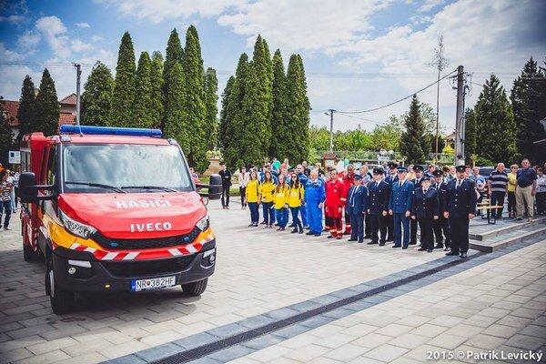 Nové autá pribudli dobrovoľným hasičským zborom vo viacerých obciach nášho kraja.