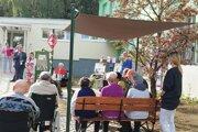 Klienti mali z otvorenia Komunitnej záhrady veľkú radosť