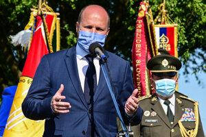 Minister obrany SR Jaroslav Naď (OĽANO) reční počas osláv Dňa Ozbrojených síl Slovenskej republiky pri Pamätníku hurbanovských bojov v Brezovej pod Bradlom.