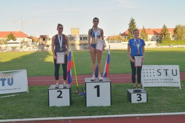 Petra Šuleková na najvyššom stupienku.