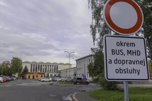 Na vstup na parkovisko platí oddnes zákaz.
