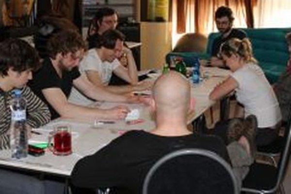 Z čítačky hry Veľký zošit - na snímke tvorcovia i herci DAB.