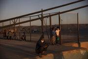 Utečenecký tábor v gréckej oblasti Lavrio.
