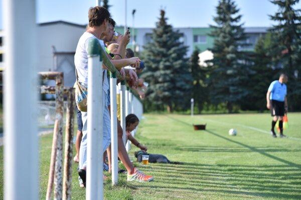 Futbalové súťaže v regióne a okrese sa budú dohrávať bez divákov - ilustračné foto