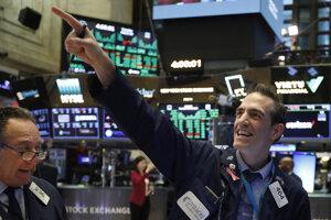 Obchodník na burze NYSE v USA. (ilustračné foto)