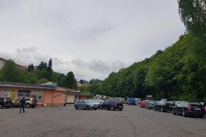 S rekonštrukciou parkoviska už začali.