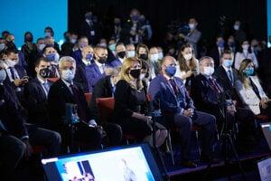 Zľava v prvom rade: Minister zahraničných vecí Ivan Korčok, prrezidentka SR Zuzana Čaputová a minister obrany SR Jaroslav Naď počas medzinárodnej konferencie Globsec 2020.