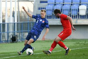 Momentka zo zápasu Slovensko U21 - Azerbajdžan U21, pri lopte Marián Chobot.