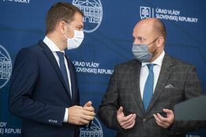 Premiér Igor Matovič (vľavo) a minister obrany Jaroslav Naď.
