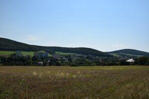 Pohľad na Cinobaňu od severovýchodu.