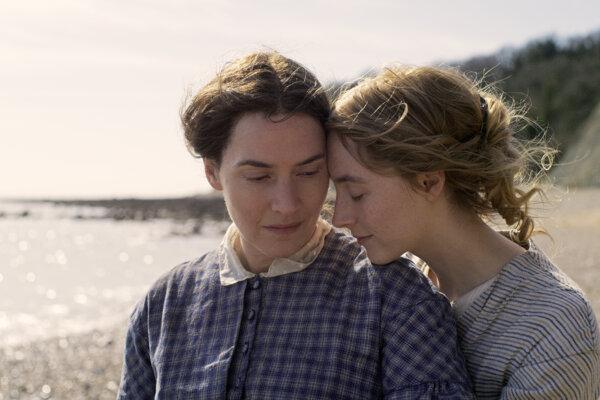 Kate Winslet a Saoirse Ronan vo melodráme Amonit.