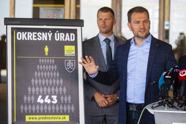 Premiér Igor Matovič počas tlačovej konferencie hnutia OĽaNO k výberu prednostov okresných úradov.